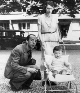 Nabokov con Véra y su hijo, Dmitri, Berlín, verano de 1935.