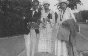 Nabokov con su prometida Svetlana Siewert y la hermana de esta, Tatiana, Berlín 1921 o 1922.